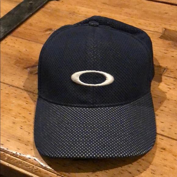 Oakley baseball cap. M 5b29d80b3e0caa8f12ef74d2 63eab318161